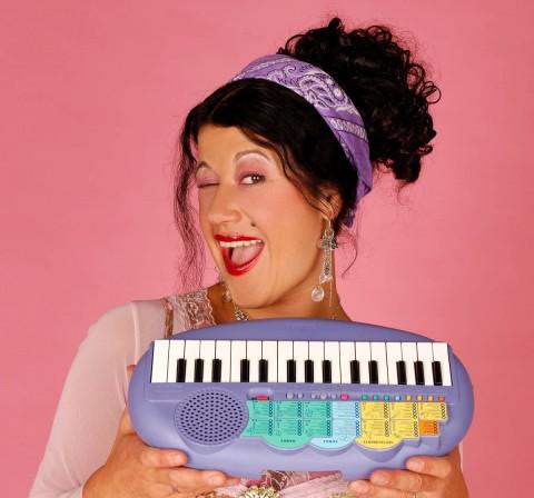 Das beste Keyboard der Welt – Conny Kreitmeier mit ihrem Hauptzweitinstrument
